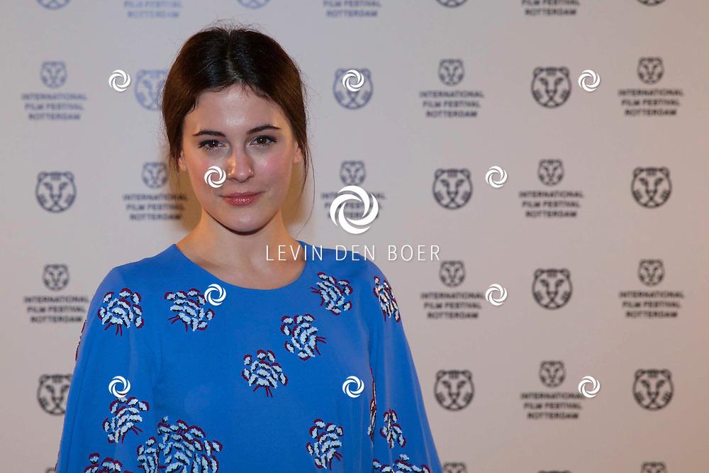 ROTTERDAM - In Theater De Goede Doelen is de 44ste International Film Festival Rotterdam geopend. Diversen genodigden en internationale sterren waren hierbij aanwezig. Met hier op de foto Actrice Phoebe Fox. FOTO LEVIN DEN BOER - PERSFOTO.NU