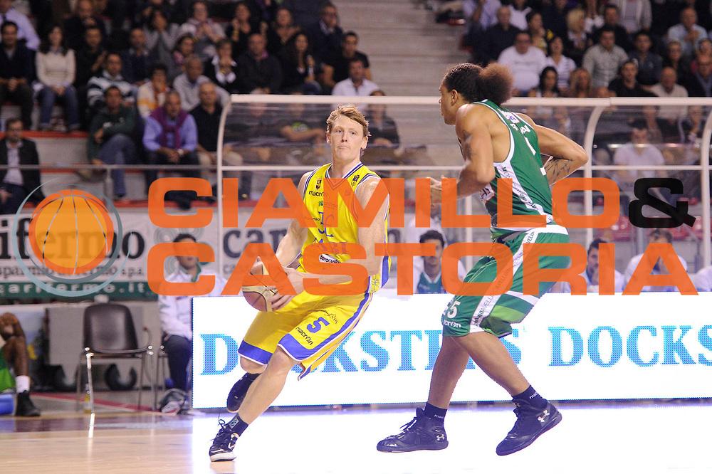 DESCRIZIONE : Ancona Lega A 2011-12 Fabi Shoes Montegranaro Sidigas Avellino<br /> GIOCATORE : Coby Karl<br /> CATEGORIA : palleggio penetrazione<br /> SQUADRA : Fabi Shoes Montegranaro<br /> EVENTO : Campionato Lega A 2011-2012<br /> GARA : Fabi Shoes Montegranaro Sidigas Avellino<br /> DATA : 09/10/2011<br /> SPORT : Pallacanestro<br /> AUTORE : Agenzia Ciamillo-Castoria/C.De Massis<br /> Galleria : Lega Basket A 2011-2012<br /> Fotonotizia : Teramo Lega A 2011-12 Fabi Shoes Montegranaro Sidigas Avellino<br /> Predefinita :