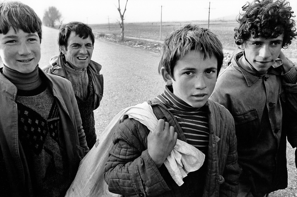 ALBANIA - Albanien - 1992 - Second democratic elections.Transition from communism to democracy; Group of young people trying to escape to Greece as they dream of a better life  03/1992; near Gjirokastra © Christian Jungeblodt