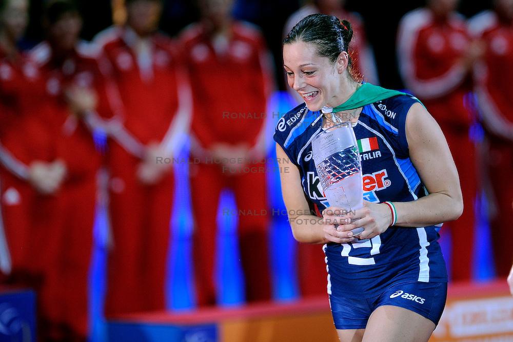 04-10-2009 VOLLEYBAL: FINALE EUROPEES KAMPIOENSCHAP NEDERLAND - ITALIE: LODZ <br /> De Nederlandse volleybalvrouwen zijn er niet in geslaagd om het goud te pakken. Italie was met 3-0 te sterk / Eleonora Lo Bianco<br /> &copy;2009-WWW.FOTOHOOGENDOORN.NL