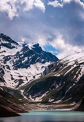 THEMENBILD - Blick über den Mooserboden Stausee auf die Berge Schattseitköpfl, Karlinger Kees und Hohe Riffl, aufgenommen am 15. Juni 2017, Kaprun, Österreich // view over the Moserboden reservoir to the Mountains Schattseitköpfl, Karlinger Kees und Hohe Riffl on 2017/06/15, Kaprun, Austria. EXPA Pictures © 2017, PhotoCredit: EXPA/ JFK