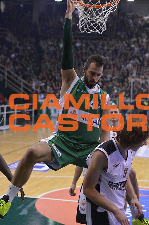 DESCRIZIONE : Avellino Lega A 2012-13 Sidigas Avellino Juve Caserta<br /> GIOCATORE : Dragovic Nikola<br /> CATEGORIA : schiacciata sequenza<br /> SQUADRA : Sidigas Avellino<br /> EVENTO : Campionato Lega A 2012-2013 <br /> GARA : Sidigas Avellino Juve Caserta<br /> DATA : 30/12/2012<br /> SPORT : Pallacanestro <br /> AUTORE : Agenzia Ciamillo-Castoria/GiulioCiamillo<br /> Galleria : Lega Basket A 2012-2013  <br /> Fotonotizia : Avellino Lega A 2012-13 Sidigas Avellino Juve Caserta<br /> Predefinita :