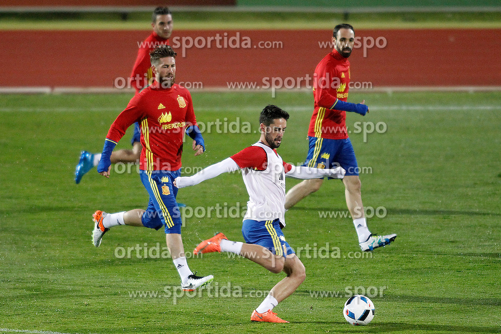 21.03.2016, Ciudad del Futbol de Las Rozas, Madrid, ESP, RFEF, Training spanische Fu&szlig;ballnationalmannschaft, im Bild Spain's Koke Resurrecccion, Sergio Ramos, Isco Alarcon and Juanfran Torres // during a practice session of spanish national football Team at the Ciudad del Futbol de Las Rozas in Madrid, Spain on 2016/03/21. EXPA Pictures &copy; 2016, PhotoCredit: EXPA/ Alterphotos/ Acero<br /> <br /> *****ATTENTION - OUT of ESP, SUI*****