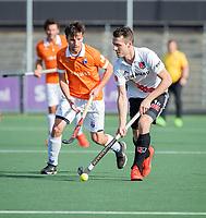 AMSTELVEEN - Nicky Leijs (Adam) met Ingwer Wiese (Bldaal)  tijdens de oefenwedstrijd tussen Amsterdam en Bloemendaal heren.    COPYRIGHT  KOEN SUYK