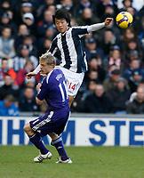 Photo: Steve Bond/Richard Lane Photography. West Bromwich Albion v Newcastle United. Barclays Premiership. 07/02/2009. Do-heon Kim (R) gets above Damien Duff (L)