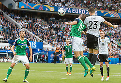 21.06.2016, Parc de Princes, Paris, FRA, UEFA Euro 2016, Nordirland vs Deutschland, Gruppe C, im Bild Gareth McAuley (NIR), Steven Davis (NIR), Aaron Hughes (NIR), Mario Gomez (GER), Will Grigg (NIR) // Gareth McAuley (NIR) Steven Davis (NIR) Aaron Hughes (NIR) Mario Gomez (GER) Will Grigg (NIR) during Group C match between Nothern Ireland and Germany of the UEFA EURO 2016 France at the Parc de Princes in Paris, France on 2016/06/21. EXPA Pictures © 2016, PhotoCredit: EXPA/ JFK