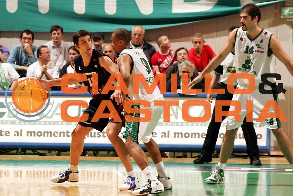 DESCRIZIONE : Siena Lega A1 2005-06 Play Off Quarti Finale Gara 3 Montepaschi Siena Lottomatica Virtus Roma <br /> GIOCATORE : Bodiroga <br /> SQUADRA : Lottomatica Virtus Roma <br /> EVENTO : Campionato Lega A1 2005-2006 Play Off Quarti Finale Gara 3 <br /> GARA : Montepaschi Siena Lottomatica Virtus Roma <br /> DATA : 23/05/2006 <br /> CATEGORIA : Palleggio <br /> SPORT : Pallacanestro <br /> AUTORE : Agenzia Ciamillo-Castoria/P.Lazzeroni <br /> Galleria : Lega Basket A1 2005-2006 <br /> Fotonotizia : Siena Campionato Italiano Lega A1 2005-2006 Play Off Quarti Finale Gara 3 Montepaschi Siena Lottomatica Virtus Roma <br /> Predefinita :