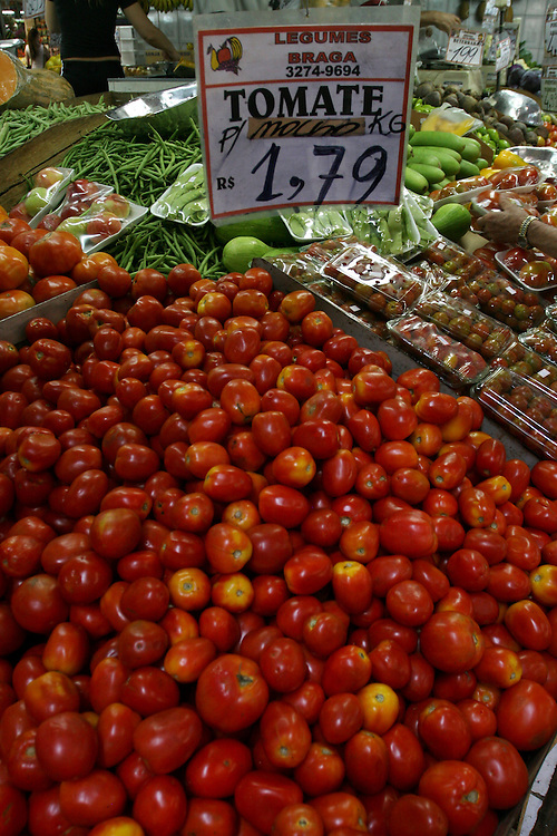 Belo Horizonte_MG, Brasil...Detalhe de tomates no Mercado Central...Detail of tomatoes in the Mercado Central...Foto: LEO DRUMOND / NITRO