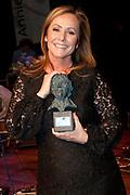 Uitreiking van de Annie  M.G. Schmidtprijs 2012 in het Amsterdamse Theater Bellevue.<br /> <br /> Op de foto:  Angela Groothuizen winnares Annie M.G. Schmidtprijs 2012