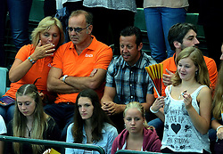 07-09-2013 VOLLEYBAL: EK VROUWEN DUITSLAND - NEDERLAND: HALLE<br /> Nederland verliest met 3-2 van Duitsland / Oranje support publiek met Edzo Doeve<br /> ©2013-FotoHoogendoorn.nl