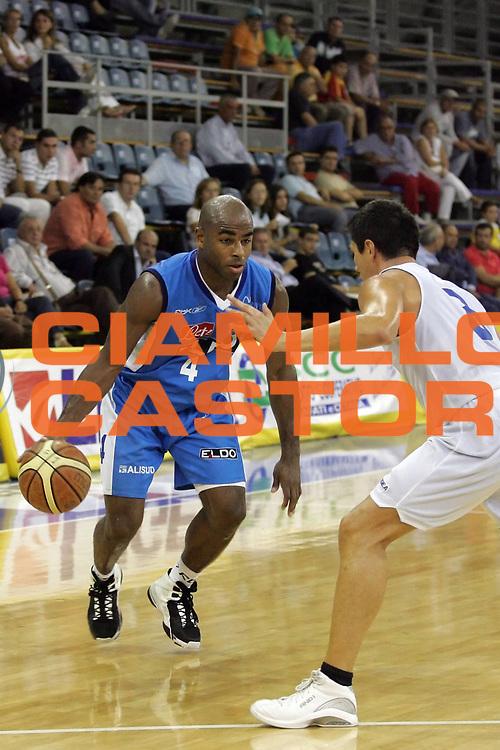 DESCRIZIONE : Scafati Lega A1 2007-08 Torneo Mangano Lamanna Eldo Napoli Solsonica Rieti<br /> GIOCATORE : Chris Monroe<br /> SQUADRA : Eldo Napoli <br /> EVENTO : Campionato Lega A1 2007-2008 <br /> GARA : Eldo Napoli Solsonica Rieti  <br /> DATA : 16/09/2007 <br /> CATEGORIA : Palleggio<br /> SPORT : Pallacanestro <br /> AUTORE : Agenzia Ciamillo-Castoria/A. De Lise