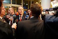 21 FEB 2005 DORTMUND/GERMANY:<br /> Peer Steinbrueck, SPD, Ministerpraesident, beantwortet Fragen von Journalisten, Eroeffnung des Fussball Globus FIFA WM 2006, Rathaus und Friedensplatz<br /> IMAGE: 20050221-02-001<br /> KEYWORDS: Peer Steinbrück, Journalist, Mikrofon, microphone, Kamera, Camera