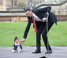 NOV 13 2014 Worlds Tallest And Shortest Men Meet For Guinness World Records