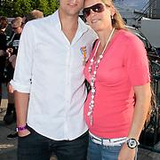 NLD/Amsterdam/20110430 - Koninginnedagconcert Radio 538, Armin van Buuren met zijn koninklijke onderscheiding en zwangere partner Erika van Thiel