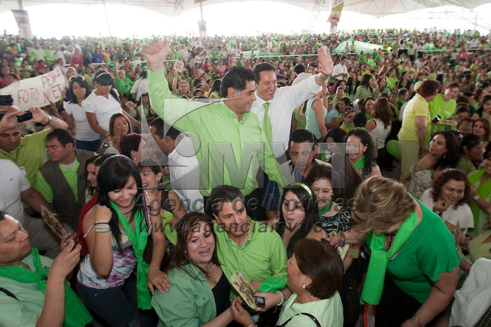 DURANGO, Mex.- Enrique Peña Nieto, gobernador del Estado de México asistió a un mitín con mujeres, en apoyo a los candidatos del PRI, Jorge Herrera a la gubernatura y Adan Soria a la presidencia municipal de Durango. Agencia MVT / Mario Vázquez de la Torre.