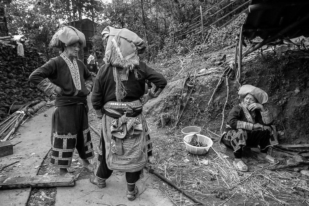 VIETNAM SAPA, Red dao tribe women