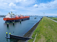 Transport ship in harbour area near Rotterdam, Netherlands / Transport schip in havengebied vlakbij Rotterdam.