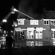 NLD/Huizen/19910720 - Uitslaande brand bij kookwinkel DIMA Oude Raadhuisplein Huizen,