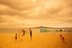 January 5, 2020, Auckland, New Zealand: People play beach volleyball at Mission Bay under an orange-colored sky as heavy smoke from devastating Australian bushfires cloaked Auckland, turning the city's skyline into eerie orange color. (Credit Image: © Li Qiaoqiao/Xinhua via ZUMA Wire)