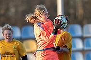FODBOLD: Emma Jensen (Herlufsholm GF) griber ind under kampen i Sjællandsserien mellem Ølstykke FC og Herlufsholm GF den 9. april 2019 på Ølstykke Stadion. Foto: Claus Birch