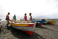 09 JAN 2006, SAO FELIPE/FOGO/CAPE VERDE:<br /> Fischer landen ihr Boot am Strand an, in der Naehe von  Sao Felipe, Insel Fogo, Kapverdischen Inseln<br /> Fisherman ar elanding with their boats on the beach, near to Sao Felipe,  island Fogo, Cape verde islands<br /> IMAGE: 20060109-01-028<br /> KEYWORDS: Travel, Reise, Natur, nature, Meer, sea, seaside, K&uuml;ste, Kueste, coast, cabo verde, Dritte Welt, Third World, Kapverden, Fischfang, Boote, Schiff