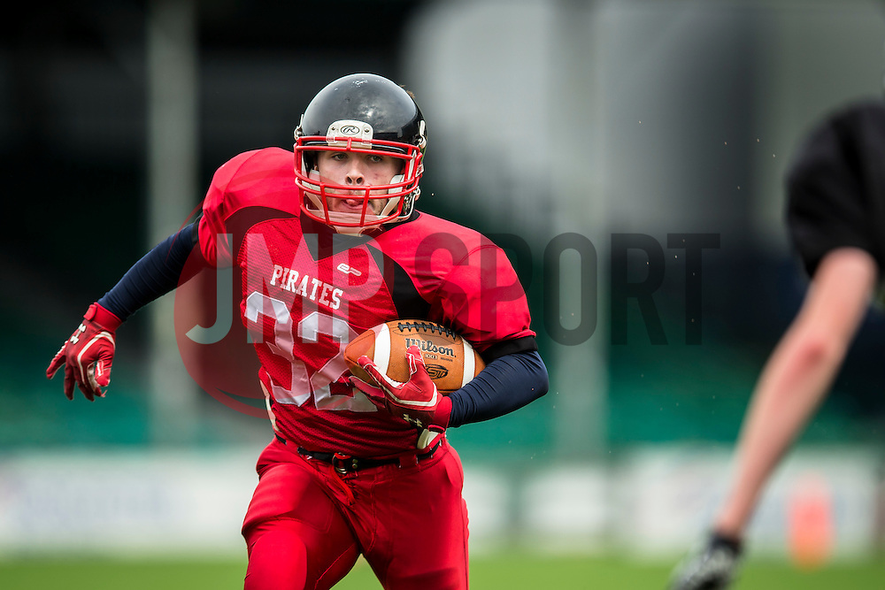 East Kilbride Pirates running back in action - Mandatory by-line: Jason Brown/JMP - 27/08/2016 - AMERICAN FOOTBALL - Sixways Stadium - Worcester, England - Kent Exiles v East Kilbride Pirates - BAFA Britbowl Finals Day