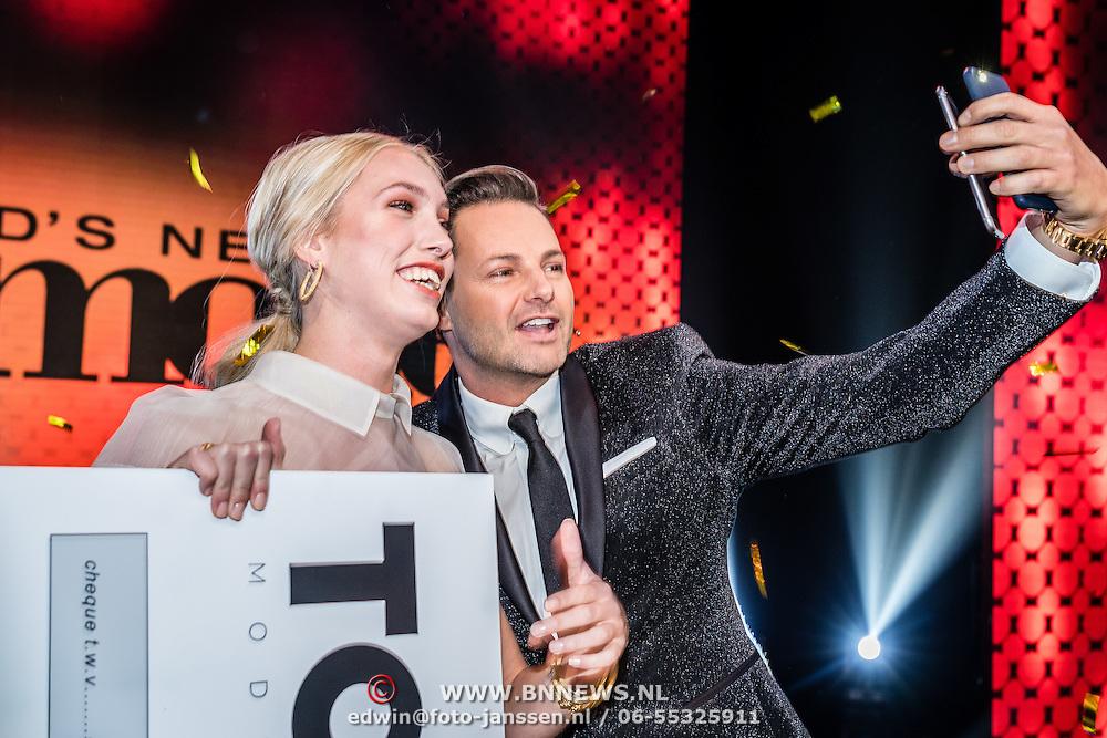 NLD/Amsterdam/20161025 - finale Holland Next Top model 2016, winnares Akke Marije Marinus en Fred van Leer