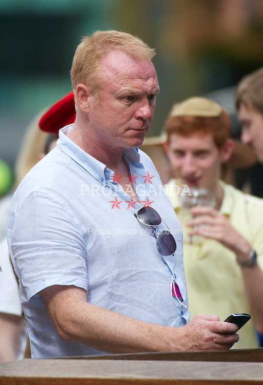 LONDON, ENGLAND - Monday, June 27, 2011: Aston Villa manager Alex McLeish on day seven of the Wimbledon Lawn Tennis Championships at the All England Lawn Tennis and Croquet Club. (Pic by David Rawcliffe/Propaganda)