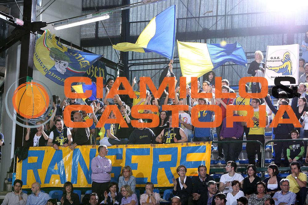 DESCRIZIONE : Ferrara Lega A 2009-10 Basket Carife Ferrara Sigma Coatings Montegranaro<br /> GIOCATORE : Tifosi Montegranaro<br /> SQUADRA : Sigma Coatings Montegranaro<br /> EVENTO : Campionato Lega A 2009-2010<br /> GARA : Carife Ferrara Sigma Coatings Montegranaro<br /> DATA : 25/04/2010<br /> CATEGORIA : Tifosi<br /> SPORT : Pallacanestro<br /> AUTORE : Agenzia Ciamillo-Castoria/G.Contessa<br /> Galleria : Lega Basket A 2009-2010 <br /> Fotonotizia : Ferrara Campionato Italiano Lega A 2009-2010 Carife Ferrara Sigma Coatings Montegranaro<br /> Predefinita :