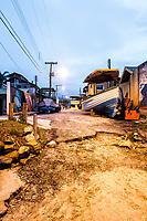 Barcos junto à calçada da Av. Antônio Borges dos Santos, próximo à Praia da Armação. Florianópolis, Santa Catarina, Brasil. / Boats by the sidewalk of Antonio Borges dos Santos Avenue, close to Armacao Beach. Florianopolis, Santa Catarina, Brazil.