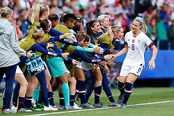 2019?6?17?.   ???????????——F??????????.    6?16?????????????????????????????????????.   ?????????????????2019??????????F??????????3?0??????.   ?????????..SP-FRANCE-PARIS-FIFA WOMEN'S WORLD CUP-GROUP F-USA-CHILE.(1906017) -- PARIS, June 17, 2019  Julie Ertz (R) of the United States celebrate her goal with teammates during the Group F match between the United States and Chile at the 2019 FIFA Women's World Cup in Parc des Princes in Paris, France, June 16, 2019.  The United States won 3-0. (Credit Image: © Xinhua via ZUMA Wire)