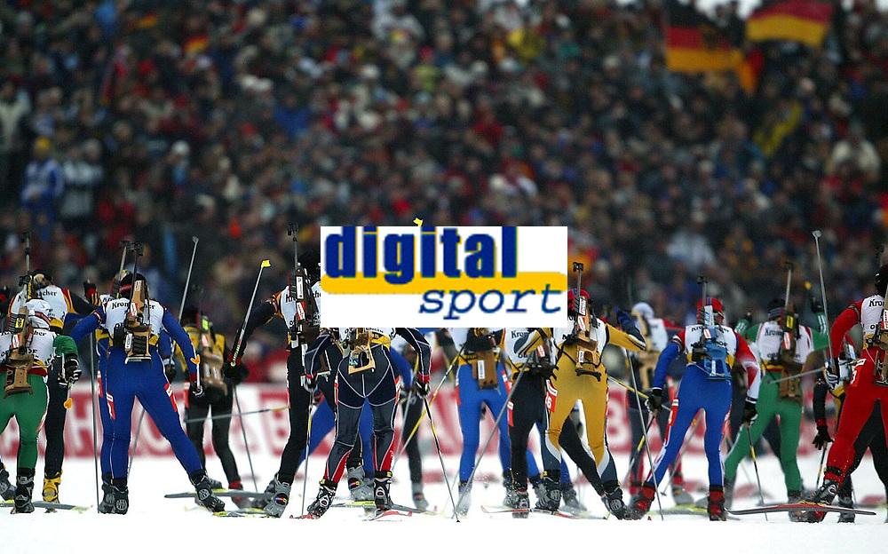 Skiskyting - Verdenscup - 12.01.2003<br /> Oberhof, Tyskland<br /> Illustrasjon massestart<br /> Foto: Uwe Speck, Digitalsport