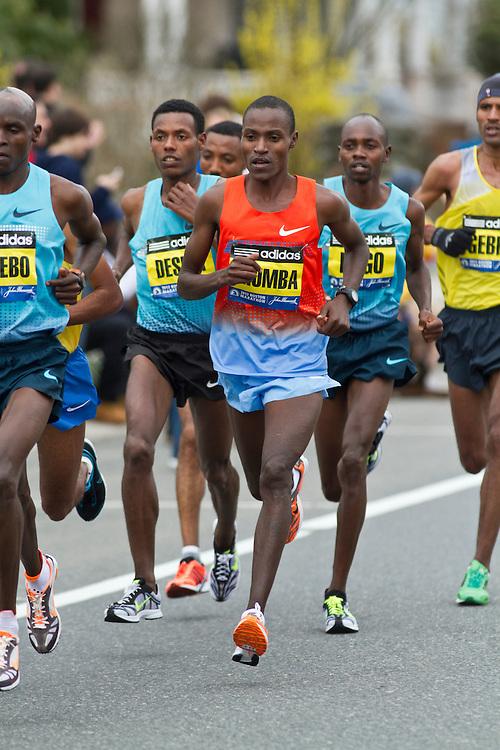 2013 Boston Marathon: Dickson Chumba runs in lead group of elite men