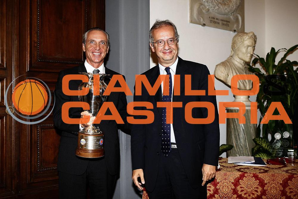 DESCRIZIONE : Roma Lega A 2009-10 Campidoglio Presentazione campionato<br /> GIOCATORE : Ferdinando Minucci Valter Veltroni<br /> SQUADRA : Lega Basket<br /> EVENTO : Campionato Lega A 2009-2010 <br /> GARA : <br /> DATA : 03/10/2009<br /> CATEGORIA : presentazione premiazione ritratto<br /> SPORT : Pallacanestro <br /> AUTORE : Agenzia Ciamillo-Castoria/E.Castoria<br /> Galleria : Lega Basket A 2009-2010 <br /> Fotonotizia : Roma Lega A 2009-10 Campidoglio Presentazione campionato<br /> Predefinita :