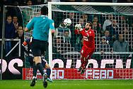 17-10-2015 VOETBAL:FC GRONINGEN-WILLEM II:GRONINGEN<br /> <br /> Kostas Lamprou van Willem II stompt de bal uit de doelmond<br /> <br /> Foto: Geert van Erven