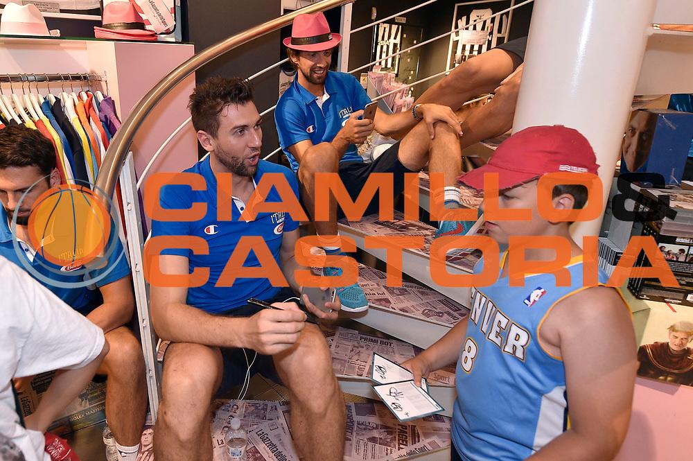 DESCRIZIONE : Media Day Nazionale Italiana Maschile Senior 2015 Sessione autografi Gazzetta Store<br /> GIOCATORE : Andrea Bargnani<br /> CATEGORIA : <br /> SQUADRA :  Nazionale Maschile Senior<br /> EVENTO : <br /> GARA : Sessione autografi Gazzetta Store<br /> DATA : 20/07/2015<br /> SPORT : Pallacanestro <br /> AUTORE : Agenzia Ciamillo-Castoria/GiulioCiamillo<br /> Galleria : Nazionale Italiana Maschile Senio 2015<br /> Fotonotizia : Media Day Nazionale Italiana Maschile Senior 2015 Sessione autografi Gazzetta Store<br /> Predefinita :