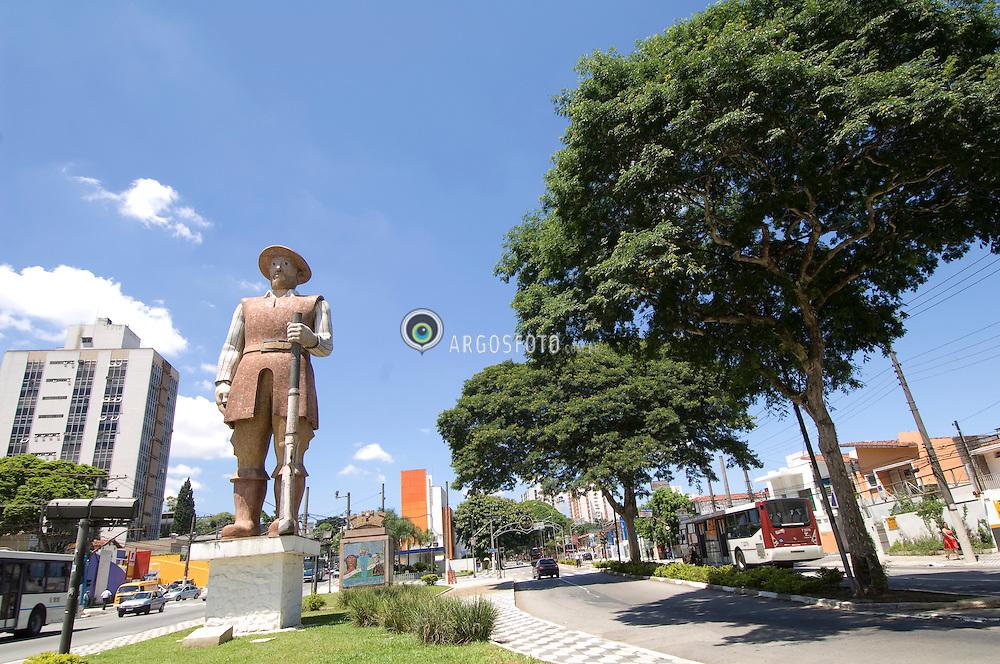 Monumento a Borba Gato na Avenida Santo Amaro na zona sul da cidade de Sao Paulo / Monument in honour of Borba Gato on Santo Amaro Avenue in southern zone of Sao Paulo city. Brazil