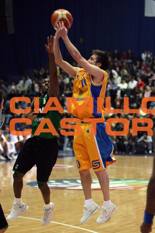 DESCRIZIONE : Kiev Fiba Europe Eurocup Final 4 2006 Final <br /> GIOCATORE : Pozzecco<br /> SQUADRA : BC Khimki<br /> EVENTO : Eurocup Final4 2006<br /> GARA : BC Khimki DKV Joventut Badalona<br /> DATA : 09/04/2006<br /> CATEGORIA : Tiro<br /> SPORT : Pallacanestro<br /> AUTORE : Agenzia Ciamillo&amp;Castoria/E.Castoria<br /> Galleria : Fiba Eurocup 2005-2006<br /> Fotonotizia : Kiev Fiba Europe Eurocup Final 4 2006 Final<br /> Predefinita :