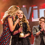 NLD/Hilversum//20170218 - Finale The Voice of Holland 2017, winnares Pleun Bierbooms en en Wendy van Dijk