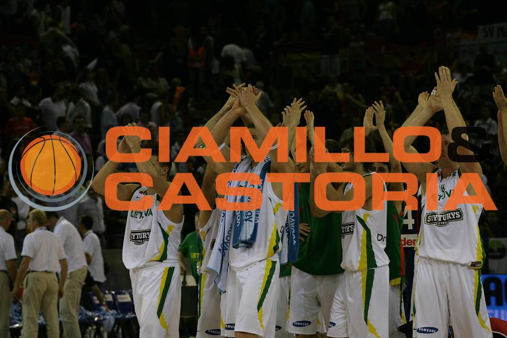 DESCRIZIONE : Madrid Spagna Spain Eurobasket Men 2007 Qualifying Round Lituania Francia Lithuania France <br /> GIOCATORE : Team Lituania Team Lithuania <br /> SQUADRA : Lituania Lithuania <br /> EVENTO : Eurobasket Men 2007 Campionati Europei Uomini 2007 <br /> GARA : Lituania Francia Lithuania France <br /> DATA : 10/09/2007 <br /> CATEGORIA : Esultanza <br /> SPORT : Pallacanestro <br /> AUTORE : Ciamillo&amp;Castoria/M.Metlas <br /> Galleria : Eurobasket Men 2007 <br /> Fotonotizia : Madrid Spagna Spain Eurobasket Men 2007 Qualifying Round Lituania Francia Lithuania France <br /> Predefinita :