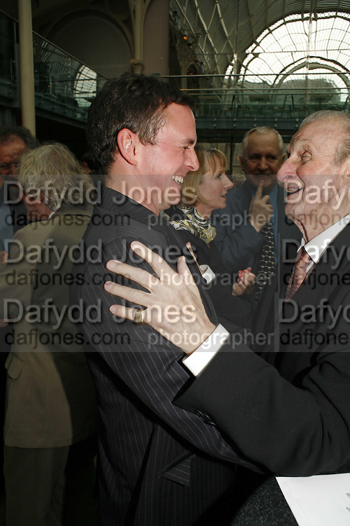 Philip Mosley and Freddie Franklin, 75 Anniversary celebration fort the Royal Ballet. Royal Opera House. Covent garfden. London. 23 April 2006. ONE TIME USE ONLY - DO NOT ARCHIVE  © Copyright Photograph by Dafydd Jones 66 Stockwell Park Rd. London SW9 0DA Tel 020 7733 0108 www.dafjones.com