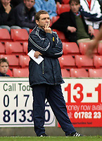 Photo: Paul Thomas.<br /> Stoke City v Norwich City. Coca Cola Championship. 28/10/2006.<br /> <br /> Dejected Norwich manager, Peter Grant.