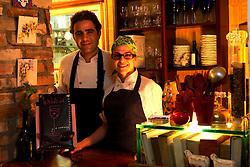 Os cheffs Matias Moreno e Elisa Prenna, no ChicaFundó Bistrô, em Porto Alegre. FOTO: Marcos Nagelstein/Preview.com