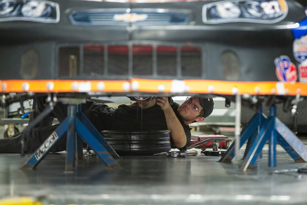 Employees work to prepare cars for the track at McColl Racing in London Ontario, Wednesday,  September 6, 2017.<br /> Business London/ Geoff Robins