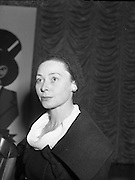 Lady of the Year award to Siobhan McKenna by the Variety Club of Ireland .19/03/1959 .
