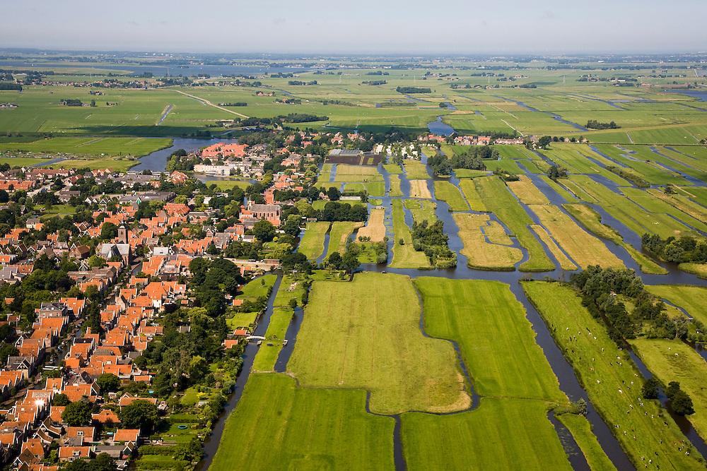 Nederland, Noord-Holland, Graft-de Rijp, 14-07-2008; in de voorgrond links De Rijp (beschermd dorpsgezicht), op het tweede plan, na het water, overgaand in Graft; in de verre achtergrond het Alkmaardermeer, rechts de Eilandspolder; veenweidegebied, verkaveling, lintbebouwing, waterland. .luchtfoto (toeslag); aerial photo (additional fee required); .foto Siebe Swart / photo Siebe Swart