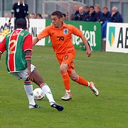 NLD/Amsterdam/20070526 - Suriprofs - Jong Oranje 2007, Ismail Aissati in duel met Edson Braafheid