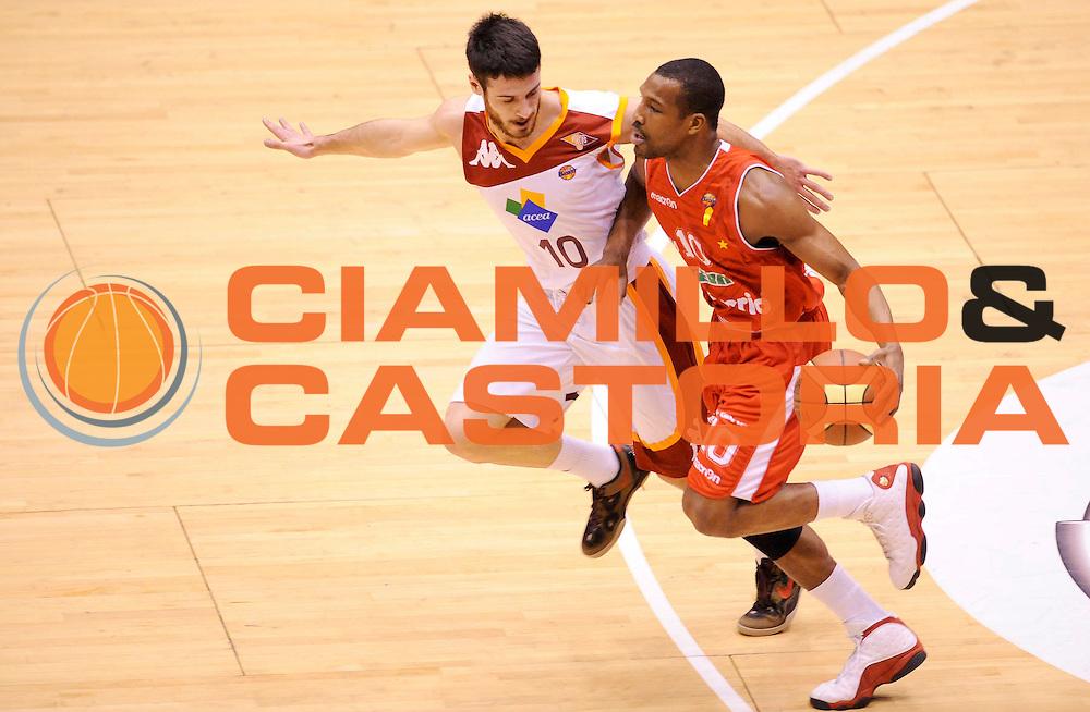 DESCRIZIONE : Milano Coppa Italia Final Eight 2013 Semifinale Cimberio Varese Acea Roma<br /> GIOCATORE : Mike Green<br /> CATEGORIA : Palleggio<br /> SQUADRA : Cimberio Varese <br /> EVENTO : Beko Coppa Italia Final Eight 2013<br /> GARA : Cimberio Varese Acea Roma<br /> DATA : 09/02/2013<br /> SPORT : Pallacanestro<br /> AUTORE : Agenzia Ciamillo-Castoria/A.Giberti<br /> Galleria : Lega Basket Final Eight Coppa Italia 2013<br /> Fotonotizia : Milano Coppa Italia Final Eight 2013 Semifinale Cimberio Varese Acea Roma<br /> Predefinita :