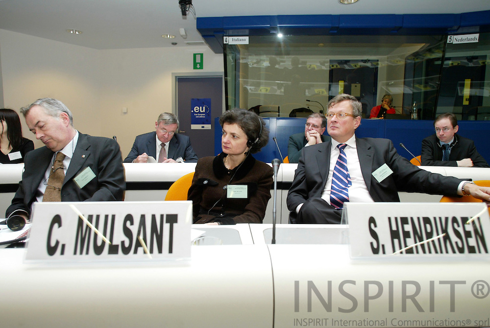 BRUSSELS - BELGIUM - 21 FEBRUARY 2006 -- International conference on the occasion of the launch of the European Year of Workers' Mobility -- From left Carlo PARIETTI, President of  Eurocadres, and Claude MULSANT, Deputy Director responsible for .Professional Affaire, Magellan Network, Paris, and Soeren Henriksen, Managing Director, Dansk Handel & .Services, Copenhagen. PHOTO: ERIK LUNTANG /