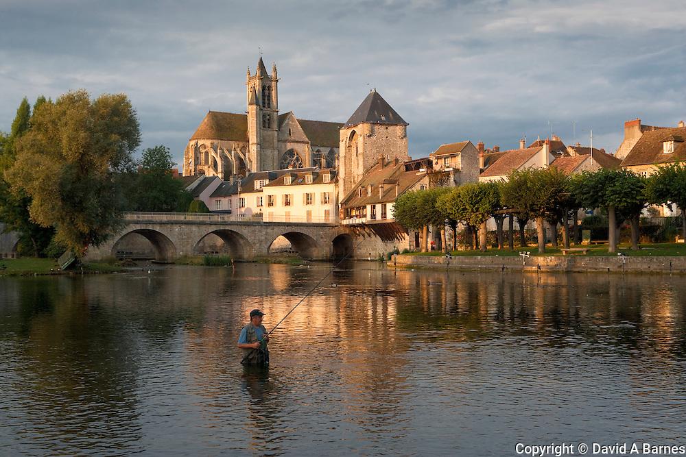 Moret-sur-Loing, River Loing, Ile de France, France